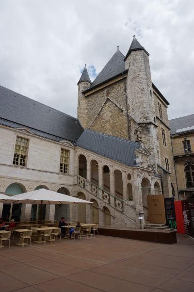 Nádvorie Paláca vojvodov v Dijone