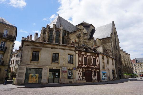 Stredoveké domčeky a spolok Priateľov dijonských múzeí v Dijone