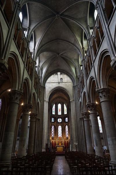 Hlavná loď Chrámu Matky Božej v Dijone