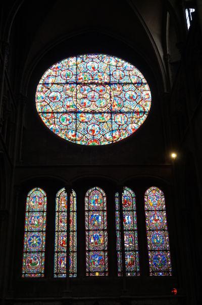 Rozeta a vitrážové okná na južnej strane Chrámu Matky Božej v Dijone