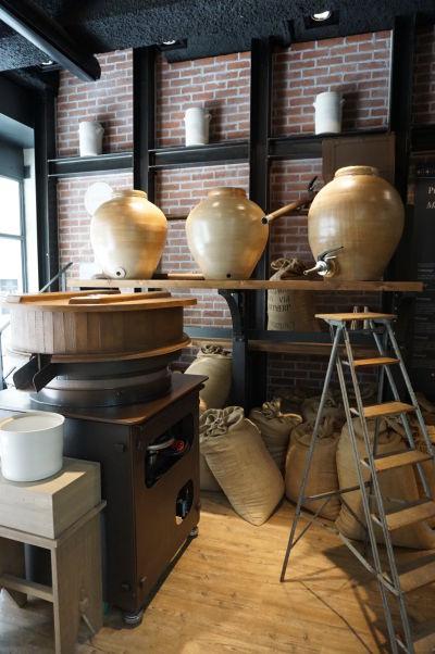Edmond Fallot - rodinný podnik na výrobu tradičnej dijonskej horčice má obchod priamo v Dijone, kde môžete vidieť i zariadenie potrebné pre výrobu horčice