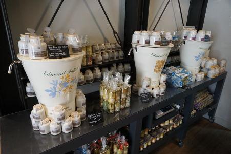 Horčicu v Dijone kúpite v rôznych formách i dávkach, dokonca si môžete i načapovať do vlastného pohára