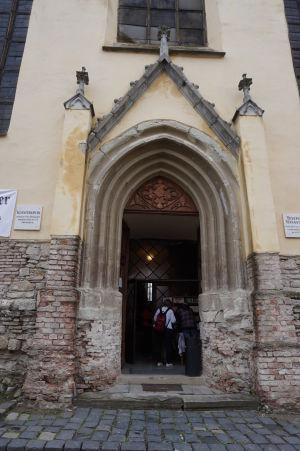Vstupný portál do Kláštorného kostola