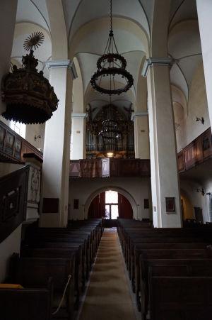 Hlavná loď a organ Kláštorného kostola