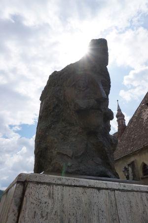 Busta kniežaťa Vlada III. neďaleko jeho rodného domu