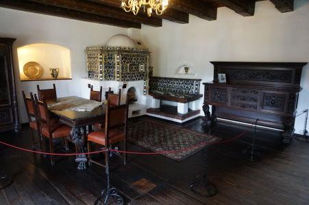 Dobové zariadenie a nábytok jednej z komnát hradu Bran