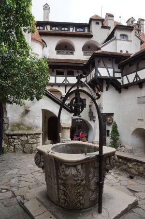 Studňa na nádvorí hradu Bran