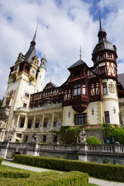 Zámok Peleš - je tu zjavná inšpirácia architektúrou alpských víl