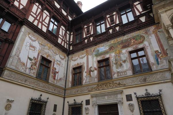 Nádvorie zámku Peleš