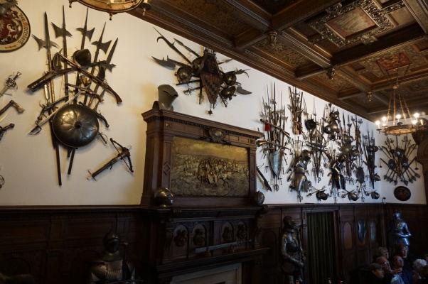 Zbierka zbraní na zámku Peleš