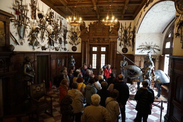 Zbierka zbraní a brnení na zámku Peleš