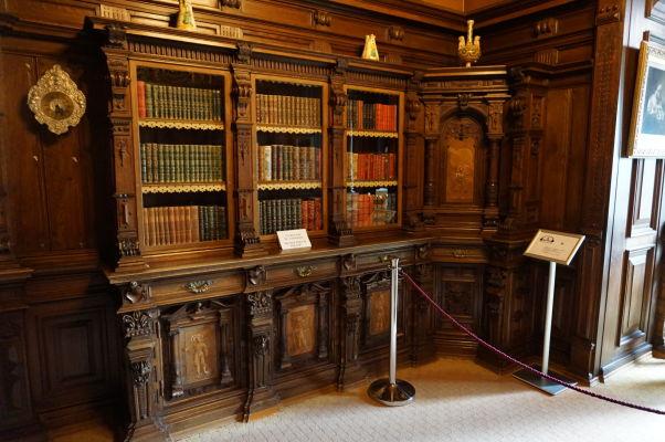 Knižnica na zámku Peleš