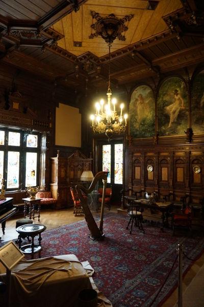 Spoločenská miestnosť na zámku Peleš