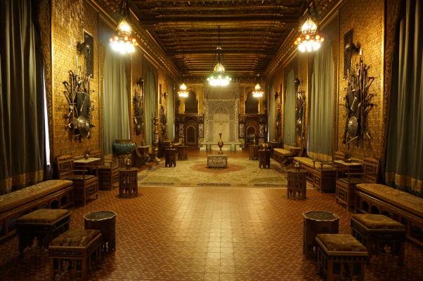 Zámok Peleš - Maurský salón so vzácnymi orientálnymi zbraňami a nábytkom