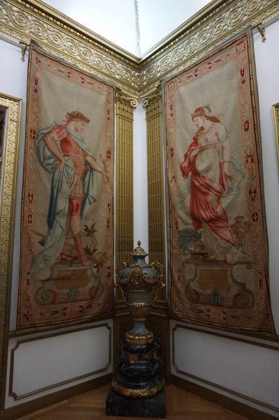 Dekorácie s antickými motívmi na zámku Peleš