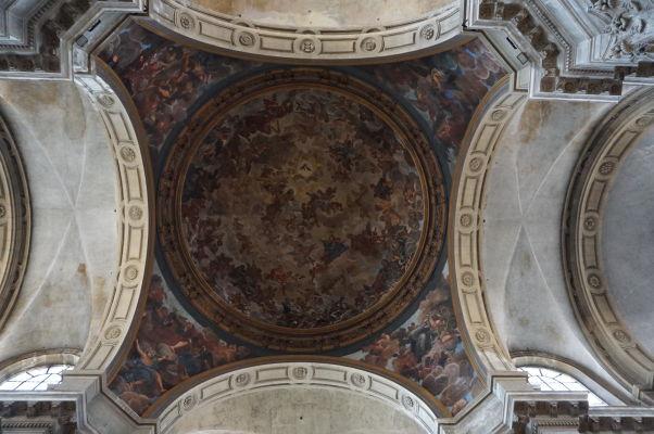 """Kupola s freskou """"nebeská sláva"""" nad krížením hlavnej a krížovej lode - katedrála v Nancy"""