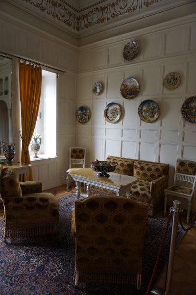 Jeden zo salónikov na zámku Peleš