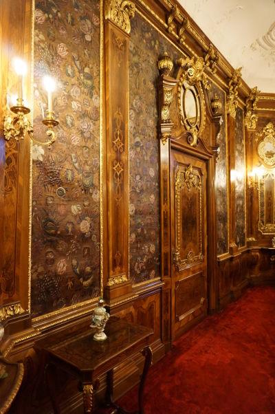 Honosná nástenná dekorácia na zámku Peleš