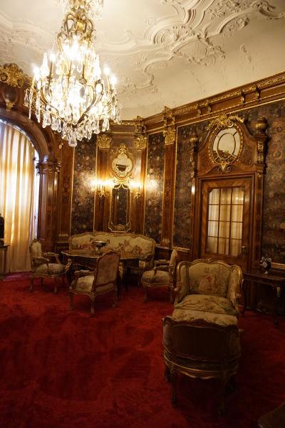 Jedna z obytných miestností na zámku Peleš