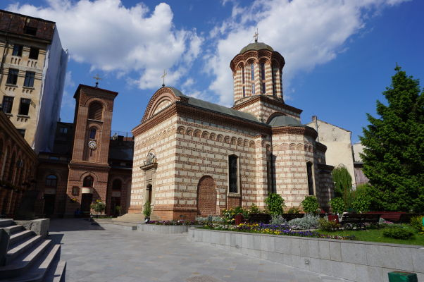 Kostol Starý dvor v areáli Starého knižacieho dvora v Bukurešti