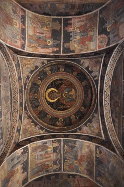 Strop kostolíka Stavropoleos v Bukurešti, ktorý je súčasťou kláštora s rovnakým názvom