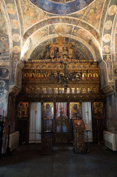 Ikonostas v kostolíku Stavropoleos v Bukurešti, ktorý je súčasťou kláštora s rovnakým názvom