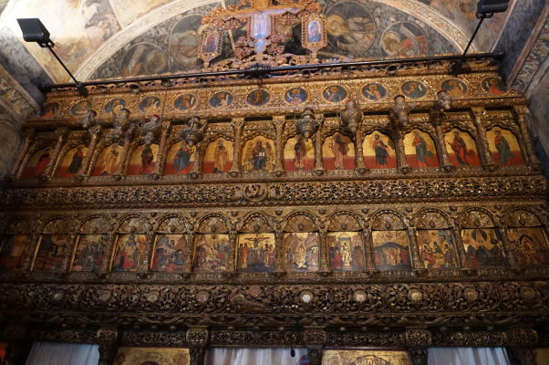 Ikonostas kostolíka Stavropoleos v Bukurešti, ktorý je súčasťou kláštora s rovnakým názvom