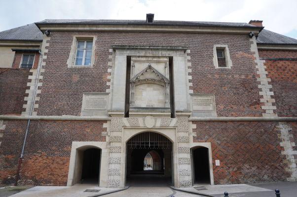 Gotická brána Porte de la Craffe v Nancy - renesačná fasáda na severnej strane brány