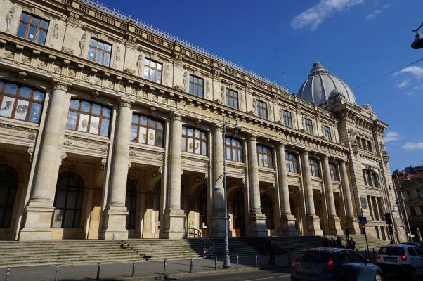 Národné múzeum histórie v Bukurešti - budova je naozaj obrovská a odfotiť ju vcelku je dosť komplikované