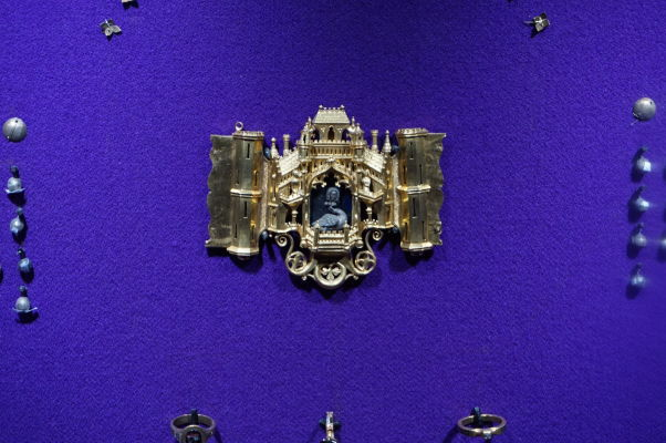 Národné múzeum histórie v Bukurešti disponuje obrovskou zbierkou artefaktov zo zlata a drahých kovov, niektoré sú veľmi detailne vypracované