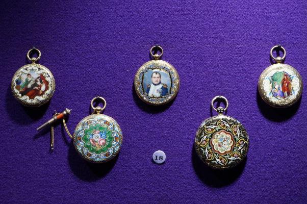 Národné múzeum histórie v Bukurešti disponuje obrovskou zbierkou artefaktov zo zlata a drahých kovov - tu môžeme vidieť medailónik s Napoleonom