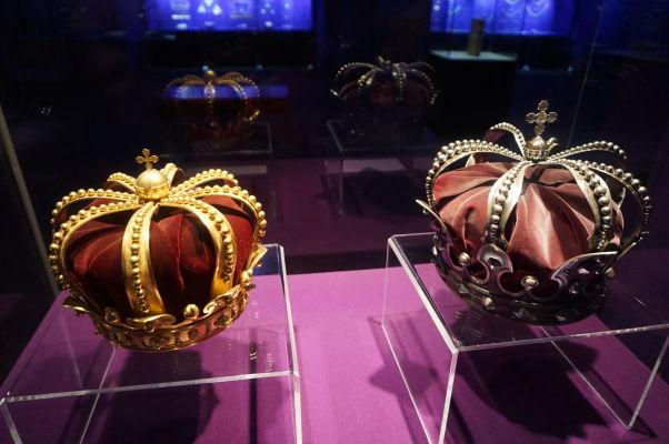 Národné múzeum histórie v Bukurešti vystavuje i rumunské korunovačné klenoty z obdobia, keď bolo Rumunsko kráľovstvom
