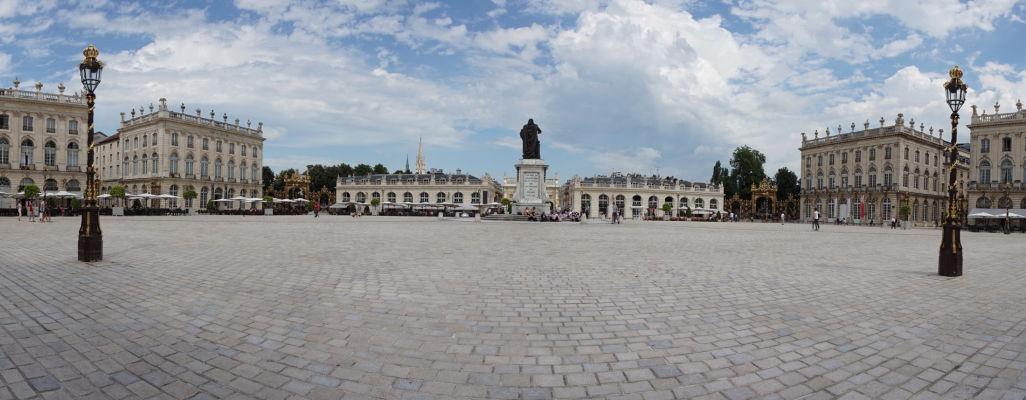 Námestie Place Stanislas v Nancy - uprostred socha vojvodu Stanisława