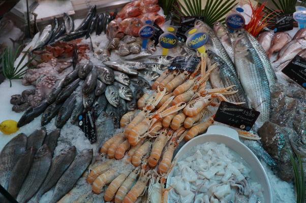 Mestská tržnica v Nancy - okrem iného tu nájdeme i plody mora, i keď more je odtiaľto relatívne ďaleko
