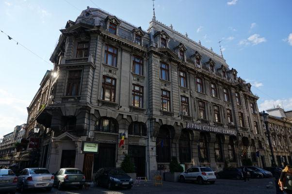Uličky starého mesta Bukurešte - Kancelária pre registráciu voličov