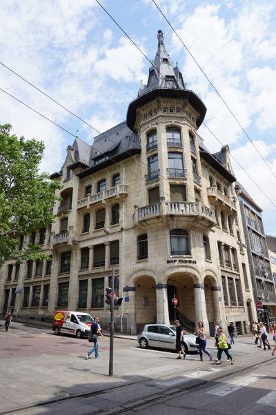 Zaujímavá budova banky na ulici Rue Chanzy v Nancy