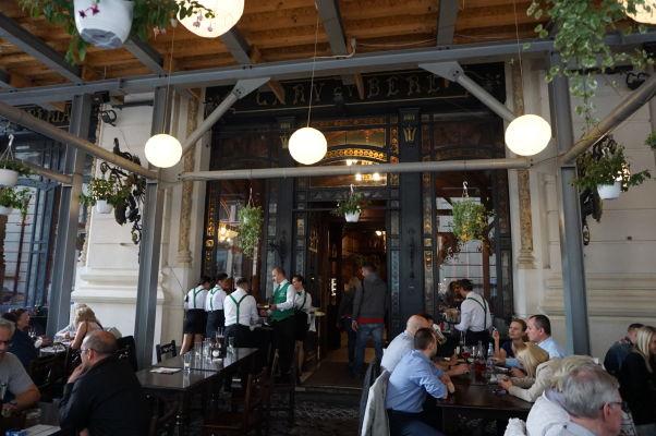 Asi najznámejšia reštaurácia v Bukurešti - Caru' cu bere
