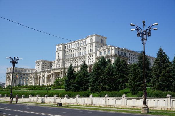 Rumunský parlament (Dom ľudu) v Bukurešti - najťažšia budova sveta