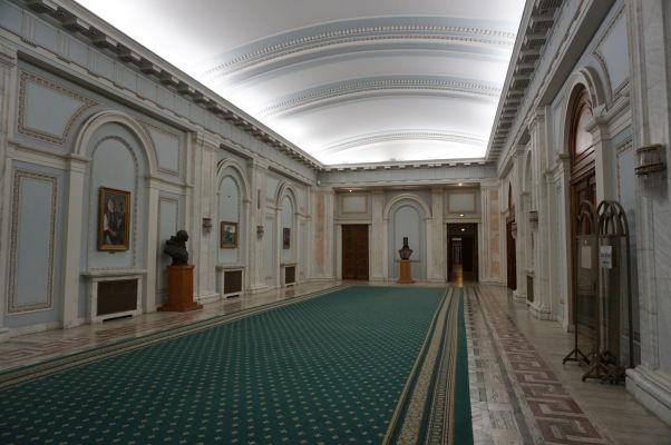 Vstupná sieň v budove Rumunského parlamentu (Domu ľudu) v Bukurešti