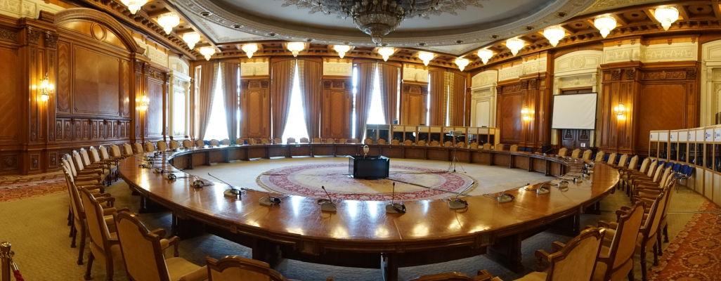 Jedna zo zasadacích miestností Rumunského parlamentu (Domu ľudu) v Bukurešti