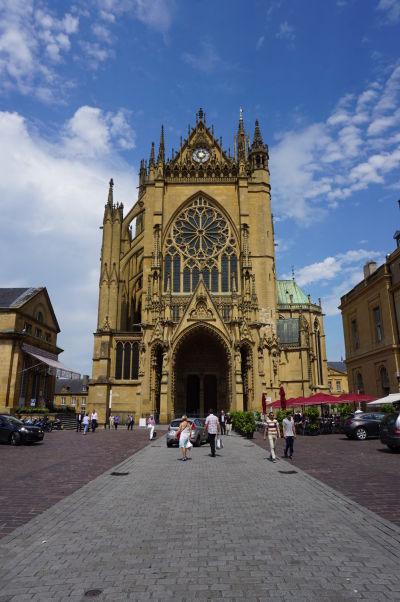 Hlavný portál Katedrály sv. Štefana v Metz (Cathédrale Saint Étienne de Metz)