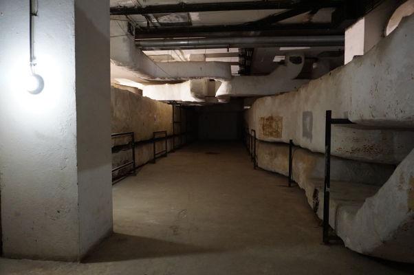 Rumunský parlament (Dom ľudu) v Bukurešti - časť podzemného bunkru je prístupná verejnosti