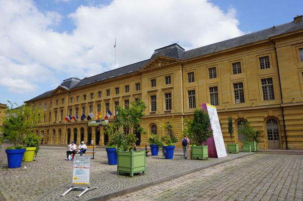 Radnica (l'Hôtel de Ville) na námestí Place d'Armes v Metz