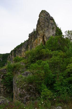 Skalisté kopce v okolí riečky Rusenski Lom