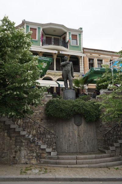 Toto nie je Lenin, ale socha Stefana Stambolova, bulharského revolucionára, vo Velikom Tarnove