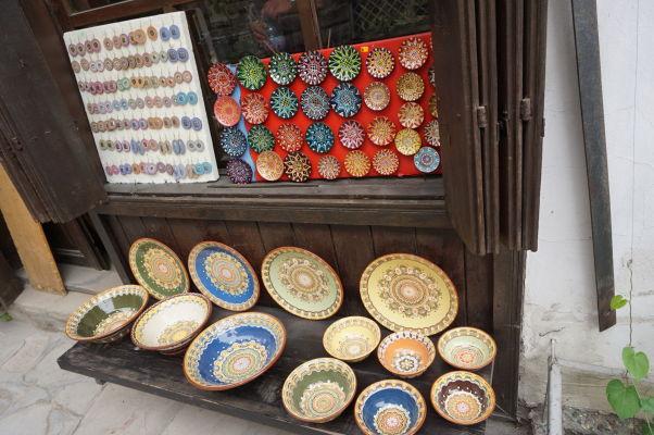 V uličkách Velikoho Tarnova nájdeme množstvo obchodov s remeselníckymi výrobkami