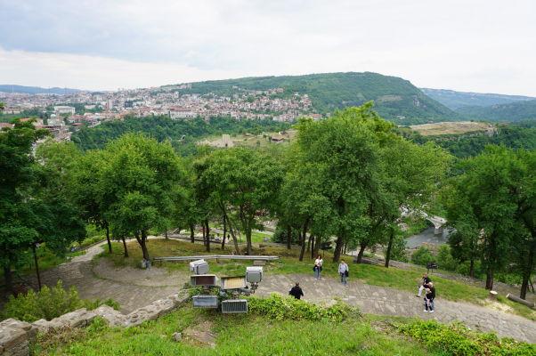 Pohľad z kopca Carevec na mesto Veliko Tarnovo