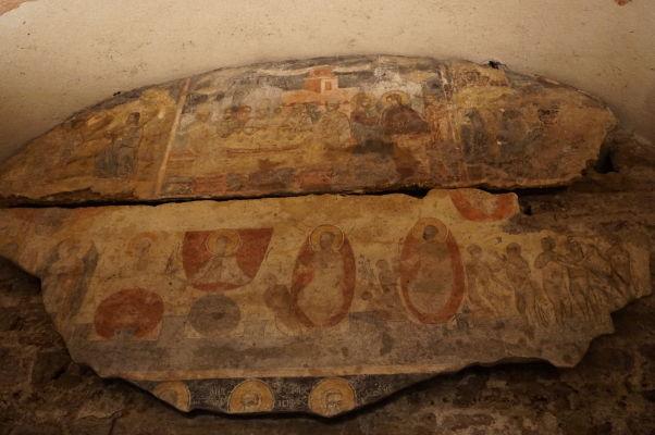 Zvyšky zachovaných fresiek v Kostole sv. Juraja vo Velikom Tarnove
