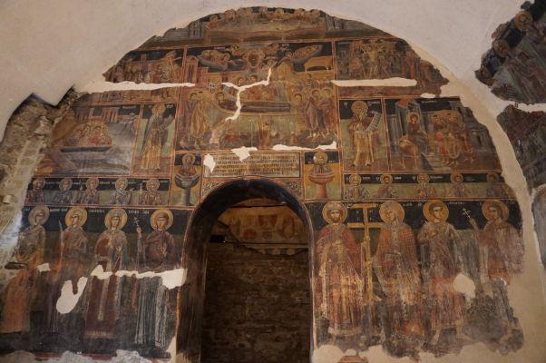 Zvyšky zachovaných fresiek v Kostole sv. Juraja vo Velikom Tarnove - pravdepodobne Nanebovzatie Panny Márie