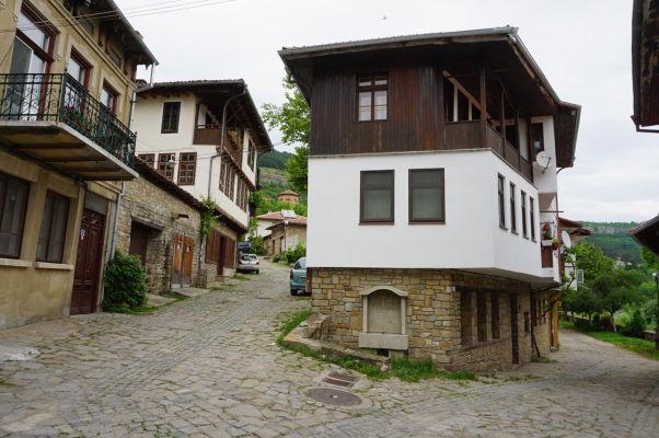 Malebné uličky vo Velikom Tarnove (neďaleko mosta Vladiški)